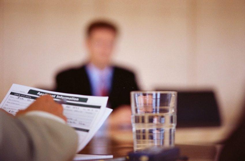 В.Жлуктенко: «Только рабочая виза предусматривает возможность трудоустройства за рубежом»
