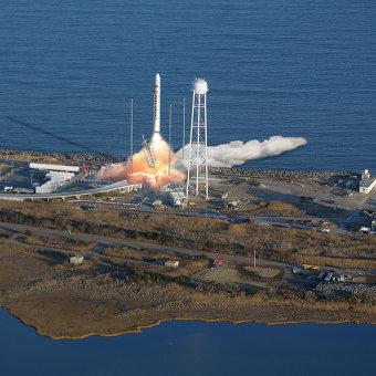Ракета Antares с кораблем Cygnus взорвалась на старте с космодрома NASA