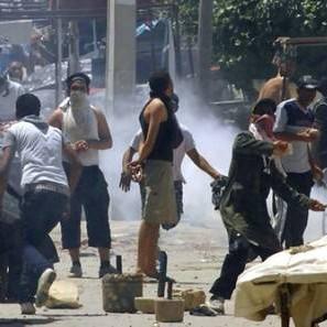 В Тунисе был введен комендантский час