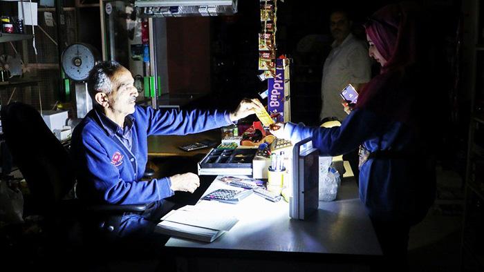 Общество негативно реагирует на масштабные отключения электричества в Ливане